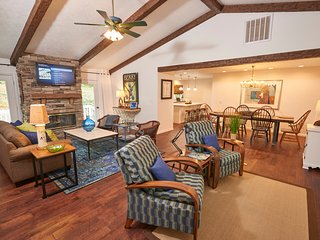'Spring Lodge' - Great Value- A Sophisticated Home near the Blue Ridge Parkway