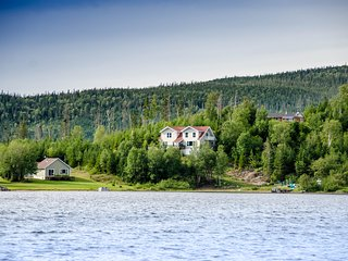 Hatfield House - 6 km from Gros Morne Park