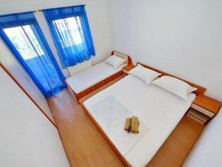 Apartments Suzana - Two Bedroom Apartment with Balcony