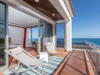 3 Rooms Malgrat de Mar Beachfront Village (8 Pax)