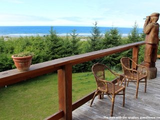 Beautiful Oceanfront Cedar Carriage House With Amazing Ocean and Sunset Views