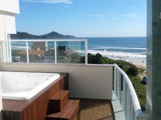 Belíssimo Apartamento Duplex na Praia de Mariscal