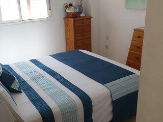 La vostra camera da letto con letto king size, armadi, aria condizionata.