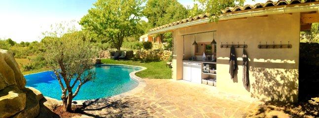 Pool kitchen