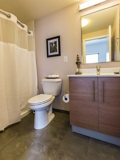 Stay Alfred Philadelphia Vacation Rental Bathroom