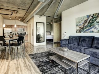 Awesome Premier Loft on Market Street by Stay Alfred