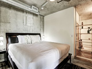 Brilliant Premier Loft on Market Street by Stay Alfred