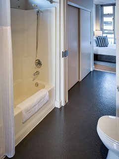 Stay Alfred San Diego Vacation Rentals Bathroom