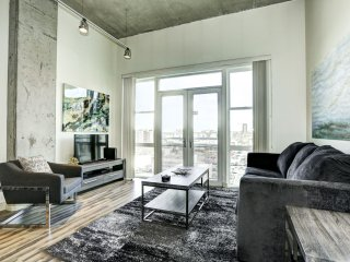 Comfortable Premier Loft on Market Street by Stay Alfred
