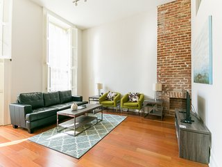 Beautiful Carondelet Street Apartment by Stay Alfred