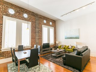 Updated Carondelet Street Apartment by Stay Alfred