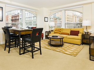 Amazing 8th Street Apartment by Stay Alfred