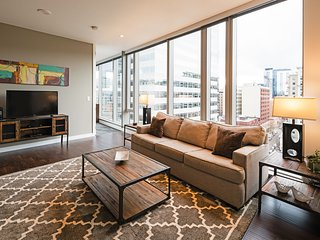 Attractive 9th Avenue Apartment by Stay Alfred