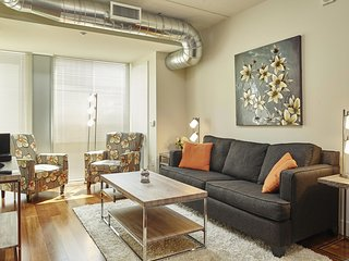 Beautiful West Chestnut Street Apartment by Stay Alfred