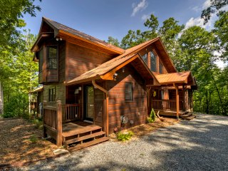 ~Southern Hospitality 5 KING BEDROOMS, 6 QUEEN BUNKS,Full Svs,Game Room,Firepit
