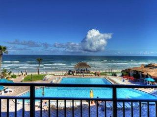 Hawaiian Inn - Gorgeous View - Front & Center