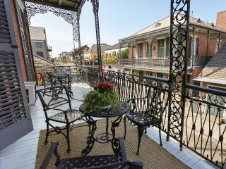 Luxury Mansion w balcony French Quarter #3