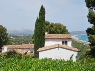 Seaside villa w.pool, privacy, panoramic beach & inland views, airco, heating