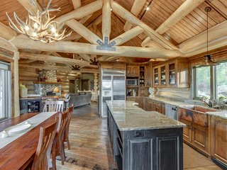 Luxurious ski lodge features private hot tub - perfect for large groups!