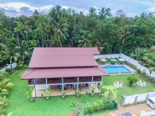 6BR Deluxe Villa with a Pool
