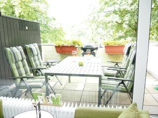 Große Terrasse zum Entspannen und Grillen