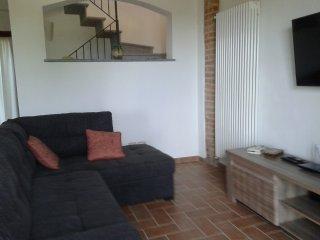 Zona relax, con divano, tv satellitare, Wi Fi.