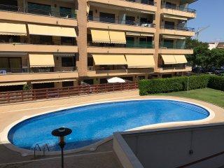 101B - Apartamento con piscina, parking a dos minutos del centro de Cambrils.