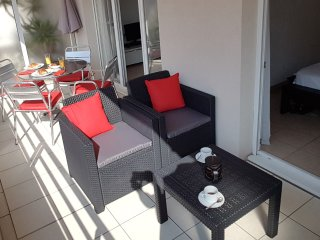 Centrally located Antibes holiday apartment with balcony and wi-fi access
