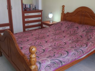 Double Bedroom in Apt.sleeps 1 to 3. Close to Altinkum Beach. Sea views.