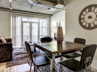 Stay Alfred Premier Lofts - Dining Area