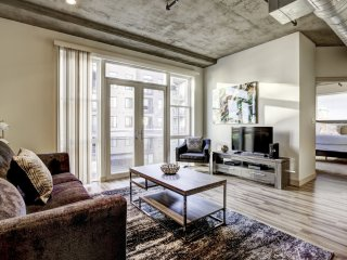 Fantastic Premier Loft on Market Street by Stay Alfred