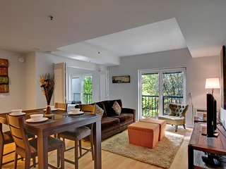 Stay Alfred Seattle Vacation Rentals Living Room