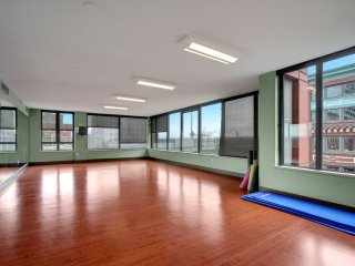 Stay Alfred Seattle Vacation Rentals Community Yoga Room
