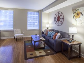 Comfortable Madison Street Apartment by Stay Alfred