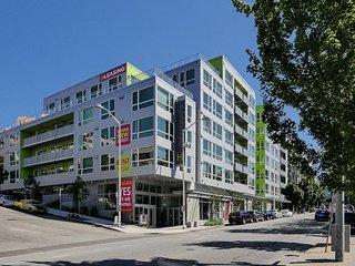 Amazing Elliott Avenue Apartment by Stay Alfred