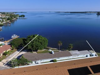 New Waterfront 'HideAway Bay' Best panoramic bay view on AMI. Just remodeled!