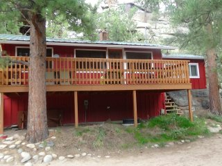 Immaculate Riverside Seashell River Cabin at Estes Park