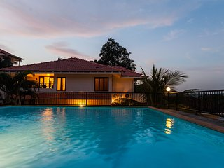 #4 BR bungalow, with cook and Pool in North Goa