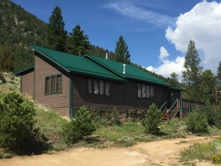 Estes Park Pinecone Cottage: with 1.8 Acres and Spectacular Mountain Views
