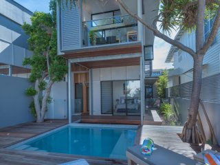Luxury Ocean Villa - Beach Holidays Noosa
