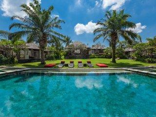 Contemporary Spacious 6 Bedroom Villa, Canggu;