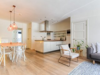 Stylish 2 BR Apartment next to Amstel River