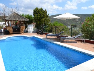 Immaculate Apartment Near Lake Iznajar, Beautiful Views, Pool & Air conditioning