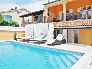 HOLIDAY HOME WITH SWIMMING POOL FOR 13 PERSONS