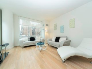 7G-CLINTON:MIDTOWN WEST 2BR WITH DOORMAN