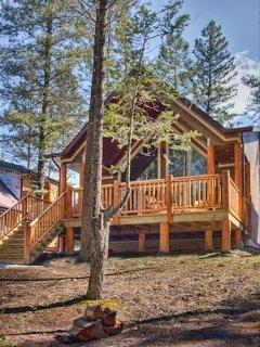 Black Bear Cottage - Radium Hot Springs Pool Passes Included