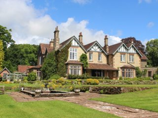 Glingerbank Sleeps 26, 13 bedrooms 13 bathrooms Pets allowed, Lift, Games Room.