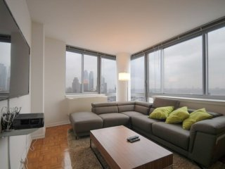 20Q-AMAZING 52ND ST. 2BR-2BA APT-GYM-W/D