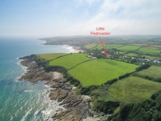 Little Pednvadan is a cottage which sleeps 5 with uninterrupted sea views.