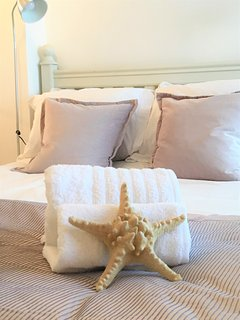 All linen and towels are provided. Beds are accessorised with cosy throws and cushions.